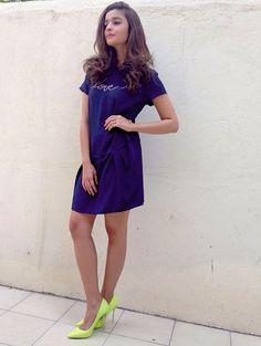 Alia Bhatt Age, Height, Bio, Family, Affairs & Movies - Famous World Stars Most Beautiful Bollywood Actress, Beautiful Indian Actress, Aalia Bhatt, Alia Bhatt Cute, Alia And Varun, Indian Designer Outfits, Bollywood Fashion, Bollywood Stars, Saree Dress