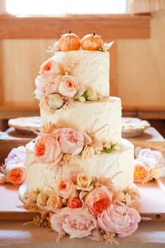 Gorgeous take on a fall wedding cake. Photography By / emilyscannell.com, Wedding Planning By / vignetteevents.com