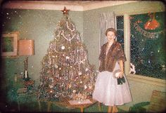 Everyday Life in the Past , Dawn Christmas, 1960 (damaged slide) Early at Christmas before life became Mid-Mod Vintage Christmas Photos, 1950s Christmas, Christmas Past, Vintage Holiday, Christmas Pictures, Christmas Lights, Christmas Holidays, Xmas Photos, Christmas Decorations