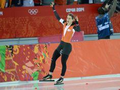 Ireen Wüst heeft zich zondag voor de tweede keer in haar carrière gekroond tot olympisch kampioen op de drie kilometer.