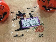Halloween Crafts, Happy Halloween, Halloween Cross Stitches, Cross Stitch Patterns, Wordpress, Free, Autumn, Counted Cross Stitch Patterns, Punch Needle Patterns
