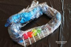 Tulip Tie Dye T-shirt Party! Tie Dye your Summer! Tie Dye is the first signs of Summertime. The bright colors and hippy look are perfect for Summer b… Diy Tie Dye Shirts, T Shirt Diy, Diy Tie Dye Designs, Tulip Tie Dye, Tie Dye Party, Cut Up Shirts, Tie Dye Kit, Tie Dye Crafts, Tie Dye Techniques