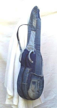 Guitar bag in recycled jeans (custom-made realization), Cover of instruments in patchwork of jeans, Only Jeans, Love Jeans, Recycled Fashion, Recycled Denim, Amo Jeans, Mochila Jeans, Guitar Bag, Denim Ideas, Denim Crafts