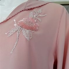 Riyadelcaftan by Hanane Faraj ( Pearl Embroidery, Tambour Embroidery, Bead Embroidery Patterns, Hand Work Embroidery, Bead Embroidery Jewelry, Embroidery Suits, Embroidery Designs, Kaftan, Fabric Embellishment