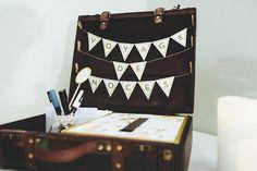 Urne valise, mariage vintage, Château Valmy, Les Colorieuses