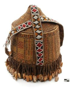 Africa | Decorated wicker basket from Somalia.  Vegetable fiber, glass bead, shell | 1st half of the 20th century
