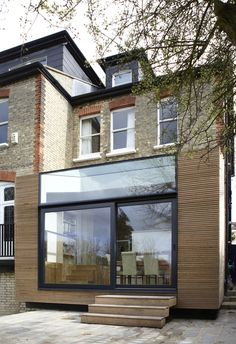 Modern facade cladding for an impressive house character - DIY Traumhaus Extension Veranda, Rear Extension, Extension Google, Extension Ideas, Exterior Design, Interior And Exterior, Exterior Solutions, Wood Cladding, Exterior Cladding