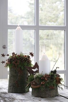 Green Christmas decorations for this holiday season to do it yourself. Christmas Window Decorations, Christmas Centerpieces, Christmas Wreaths, Holiday Decor, Christmas Mood, Christmas Candles, Green Christmas, Moss Decor, Deco Table Noel
