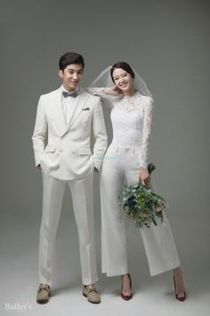 47 Wonderful Korean Prewedding Photo Ideas That Remarkable For You is part of Wedding photography There are more than a few reasons why an engagement photo shoot is an excellent idea, and all them a - Pre Wedding Poses, Pre Wedding Photoshoot, Wedding Shoot, Wedding Dresses, Wedding Ideas, Wedding Themes, Wedding Favors, Korean Wedding Photography, Wedding Photography Packages