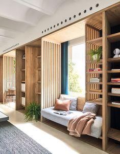 Un intérieur très zen avec l'utilisation de teintes claires, de bois clair. Des petits espaces séparés selon l'utilité