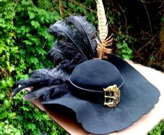 I want this pirate hat haha Steampunk Pirate, Steampunk Cosplay, Costume Makeup, Cosplay Costumes, Halloween Costumes, Pirate Wedding Dress, Middle Ages Clothing, Pirate Garb, Diy Corset