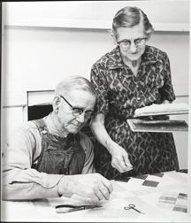Woman helping a man working on a Nine Patch quilt :: Quilts Old Quilts, Star Quilts, Antique Quilts, Vintage Quilts, Quilting Frames, Hand Quilting, History Of Quilting, Art Du Fil, Nine Patch Quilt