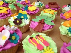 Hawaiian theme cupcakes Hawaiian Cupcakes, Hawaiian Theme, Themed Cupcakes, Cake Creations, Fun Crafts, Birthday, Cute, Desserts, Food