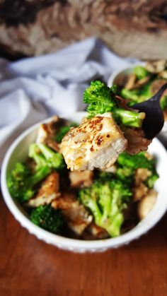 {Healthy, Low Calorie, Vegan} These broccoli tofu bowls are perfect for a healthy and flavorful lunch-- quick, easy, and satisfying! #AD