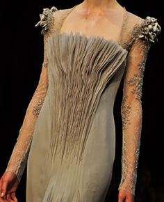 Georges Hobeika Haute Couture Winter 2011 - It looks so Labyrinth or something. Couture Fashion, Fashion Art, Runway Fashion, High Fashion, Womens Fashion, Fashion Design, Winter Fashion, Fashion Trends, Couture Details