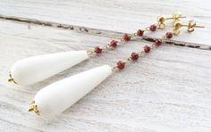 Orecchini con agata bianca e granato rosso, pendenti in argento 925 dorato