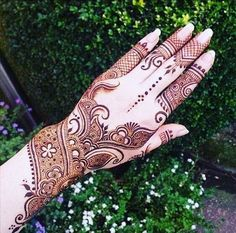 Get Awesome Look with Arabic Mehndi Ideas with Videos Arabic Girls Mehndi designs with Videos For Yr India and Pakistan are at the top of the list in applying their henna patterns, easy mehndi designs Henna Hand Designs, Best Arabic Mehndi Designs, Wedding Mehndi Designs, Unique Mehndi Designs, Beautiful Mehndi Design, Latest Mehndi Designs, Mehndi Designs For Hands, Henna Tattoo Designs, Mehandi Designs