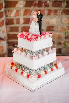 Hochzeitstorte mit Figuren Brautpaar Wedding Cake - CHARMEWEDD