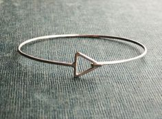 The sterling silver bracelets have actually been extremely popular among women. These bracelets are readily available in various shapes, sizes and designs. Silver Bangles, Sterling Silver Bracelets, Silver Jewellery, Dainty Bracelets, Women's Jewelry, Ankle Bracelets, Gemstone Jewelry, 925 Silver, Jewelry Making