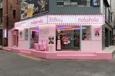 Image about pink in home by tazara on We Heart It Schönheitssalon Design, Cafe Design, Store Design, Makeup Studio Decor, Beauty Salon Decor, Luxury Nail Salon, Pink Salon, Pink Restaurant, Diner Aesthetic