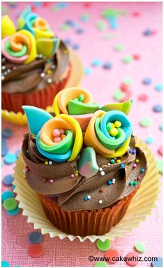 RAINBOW FLOWER CUPCAKES... bright, colorful and rediculously easy to make! From cakewhiz.com