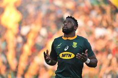 South African Rugby Player Siya Kolisi Discovers Saving Power of Christ South African Rugby Players, Lawrence Dallaglio, Siya Kolisi, Dan Carter, Rugby Championship, Martin Johnson, Manchester United Players, Religious People, Rugby World Cup