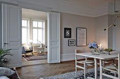 Photo by: www.saralandstedt.se and www.dayfotografi.se Styling: Lina Isaksson www.vastanhem.se Nordisk möbelkonst, vera novis, Finnjuhl, Wegner och Børge Mogenssen, designclassics, designklassiker, sekelskifte, Windows,