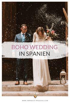 Heiraten am Strand in der Sonne am Meer ist wohl die romantischste Art sich zu trauen. Eine Hochzeit in Spanien am Meer ist entspannt und immer wunderschön. Ambrosia Wedding hilft dir bei der Planung deiner Strandhochzeit. Boho Hochzeit am Strand in Spanien. Traumhochzeit im Boho Stil, Boho Wedding in Spanien. Boho Deko für die Boho Braut.  #strandhochzeit #beachwedding #heiratenamstrand #bohowedding #bohohochzeit #bohodeko Mediterranean Wedding, Boho Stil, Andalusia, Hippie Boho, Wedding Designs, Boho Wedding, Bridal Dresses, Movie Posters, Laid Back Wedding