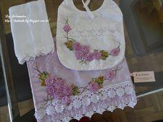 LOY HANDCRAFTS, TOWELS EMBROYDERED WITH SATIN RIBBON ROSES: Conjunto para menina: Bordado com flores de fitas ...