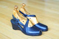 vintage 1940s shoes / 40s navy blue leather by honeytalkvintage