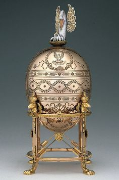 FABERGÉ~ The Dowager (or Imperial Pelican) Fabergé egg, is a jeweled Easter egg made by Russian jeweler Peter Carl Fabergé in Made for Tsar Nicholas II of Russia, who presented it to his mother, Dowager Empress Maria Feodorovna, on Easter Tsar Nicolas Ii, Fabrege Eggs, Art Nouveau, Art Deco, Art Ancien, Imperial Russia, Egg Art, Objet D'art, Saint Petersburg