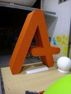 Logosímbolo. Realización: www.troppovero.com