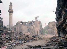 Siria, Irak, Mali, Libia y otros lugares del mundo están sufriendo la destrucción de ciudades y monumentos por los graves conflictos, en los que no se respetan ni las vidas, ni el arte ni la historia: http://www.guiarte.com/noticias/guerras-patrimonio-destruccion-14.html