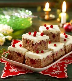 Pepparkaksrutor med krämig glasyr Swedish Christmas Food, Christmas Recipes For Kids, Christmas Food Treats, Christmas Baking, Christmas Ideas, Xmas, Baking Recipes, Cake Recipes, Dessert Recipes