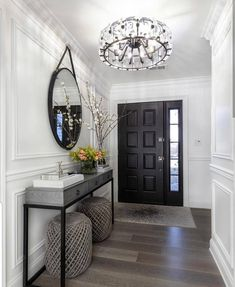 Photo shared by Home Decor/Interior Design on February 2019 tagging Home Entrance Decor, Entryway Decor, Modern Entryway, Entryway Ideas, Hallway Ideas, Entry Foyer, Wall Decor, Home Living Room, Living Room Designs