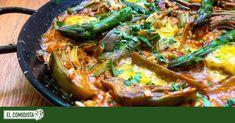 Celebramos las semanas en las que coinciden la temporada de espárragos y alcachofas con este arroz, al que dan valor añadido un caldo elaborado con los excedentes de las verduras y un allioli a medio ligar. Mantecaditos, Whats For Lunch, Recipes For Beginners, Side Recipes, Paella, Soul Food, Thai Red Curry, Easy Meals, Veggies