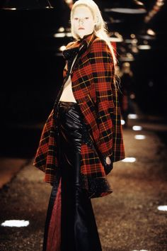 Alexander McQueen Fall 1998 Ready-to-Wear Fashion Show Collection