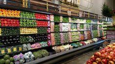 Ahora bien, hablemos del verdadero placer de comprar en este supermercado. | 16 Fotos que son como porno para la gente que organiza todo por color