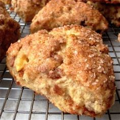 Ingredients SCONES 1 large egg ¼ cup unsweetened apple sauce 1 tsp lemon juice 1 Tbsp sugar 1 medium apple 2 cups all-purpose flour (plus a small amount for dusting) ½ tsp salt 2 tsp baking powder 1 tsp cinnamon ½ tsp ground ginger 5 Tbsp cold Apple Cinnamon Scones Recipe, Apple Scones, Cinnamon Apples, Cinnamon Chips, Cinnamon Chip Scones, Pumkin Scones, Mini Scones, Ground Cinnamon, Breakfast Recipes