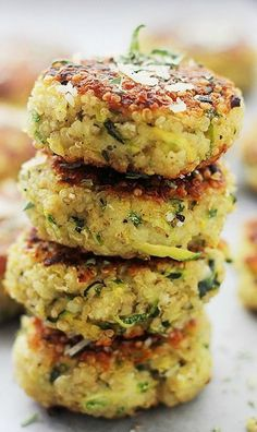 These Garlicky & Cheesy Quinoa Zucchini Fritters are packed with quinoa + zucchini. One of my favorite summer zucchini recipes, they're delicious and easy! Veggie Dishes, Veggie Recipes, Vegetarian Recipes, Healthy Recipes, Quoina Recipes, Recipies, Recipes With Quinoa Pasta, Quinoa Dinner Recipes, Quinoa Meals
