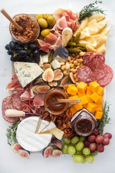 The Best Cheese Board Pairings, Explained - Giadzy Charcuterie Recipes, Charcuterie And Cheese Board, Charcuterie Platter, Cheese Boards, Party Food Platters, Cheese Platters, Cheese Platter Board, Meat Platter, Best Cheese
