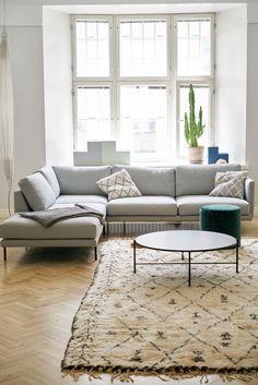 2 sofa Living Room Ideas – Nice Home Designs Cozy Living Rooms, Living Room Sofa, Home Living Room, Living Room Designs, Design Your Home, House Design, Farmhouse Sofa Table, Wooden Sofa Designs, Minimalist Sofa