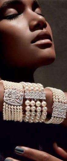I absolutely love cuffs.  Be it leather, gold, chain... but nothing can compare to the versatility of a pearl cuff with ornate diamond clasp.  A timeless piece that is easy to wear and simply gorgeous.
