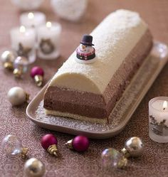 Christmas cake with three chocolate mousse - Ôdélices: Simple and original recipes! Christmas cake with three chocolate mousse - Ôdélices: Simple and original recipes! Xmas Food, Christmas Cooking, Christmas Desserts, Christmas Log, Christmas Recipes, Köstliche Desserts, Delicious Desserts, Dessert Recipes, Pastry Recipes