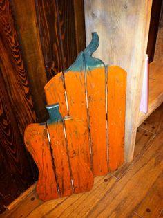 pinterest crafts with pallets | Primitive Pallet Pumpkin