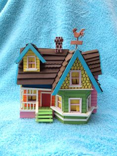 Disney Pixar UP minature floating house wood and foam sculpture Attach balloons for up themed table centerpiece! Up Pixar, Disney Pixar Up, Disney Diy, Up Carl Y Ellie, Disney Wedding Centerpieces, Wedding Centrepieces, Wedding Decor, Wedding Ideas, Disney Up House
