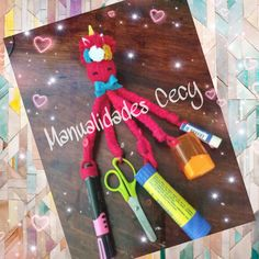 Colored Pencils, Ideas Para, Triangle, Diy, Flower, Home, School Colors, Organizing School Supplies, Diy Storage