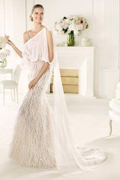Precioso vestidos de novia estilo boho chic de Pronovias {Colección 2013} #vestidosdenovia #weddingdresses #tendenciasdebodas