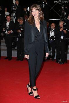 """Doria Tillier - Montée des marches du film """"L'homme qu'on aimait trop"""" lors du 67e Festival du film de Cannes le 21 mai 2014."""