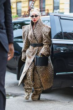 Lady Gaga's Best Style Moments - Lady Gaga Outfits and Best Fashion Looks Uk Fashion, Fashion Photo, Fashion Looks, Womens Fashion, Fashion Trends, Lady Gaga Outfits, Lady Gaga Pictures, Eccentric Style, Leopard Print Coat